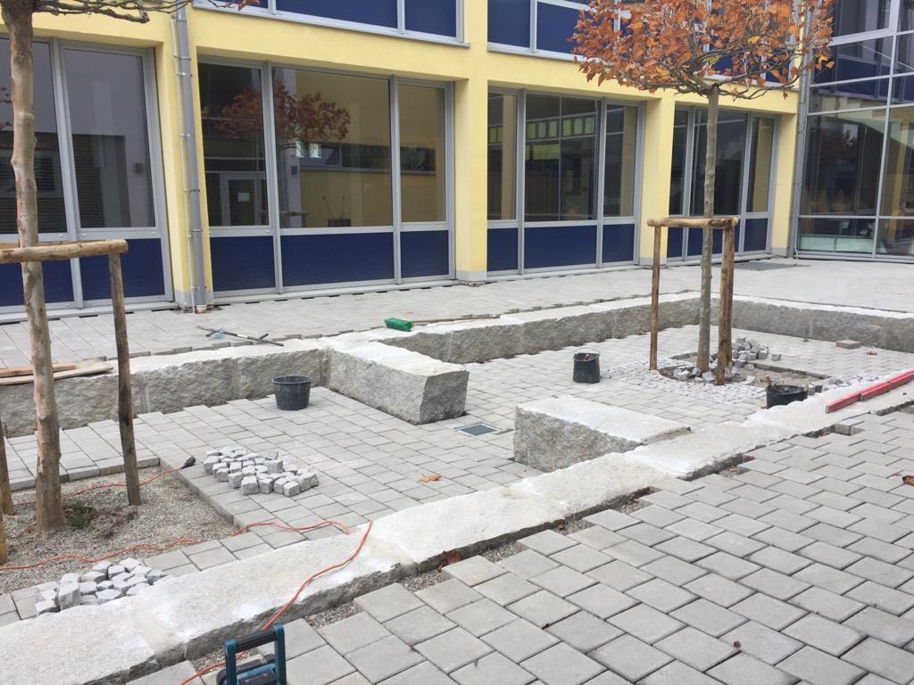 Das neue Außenklassenzimmer auf dem Schulhof der Bienlestraße - Fertigstellung im November 2019